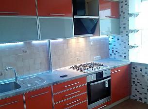 Кухня пластик в алюминиевом профиле, оранжевый